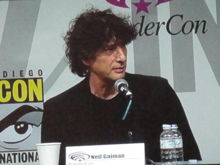 Neil Gaiman @ WonderCon 2011 - Photo by The Conmunity
