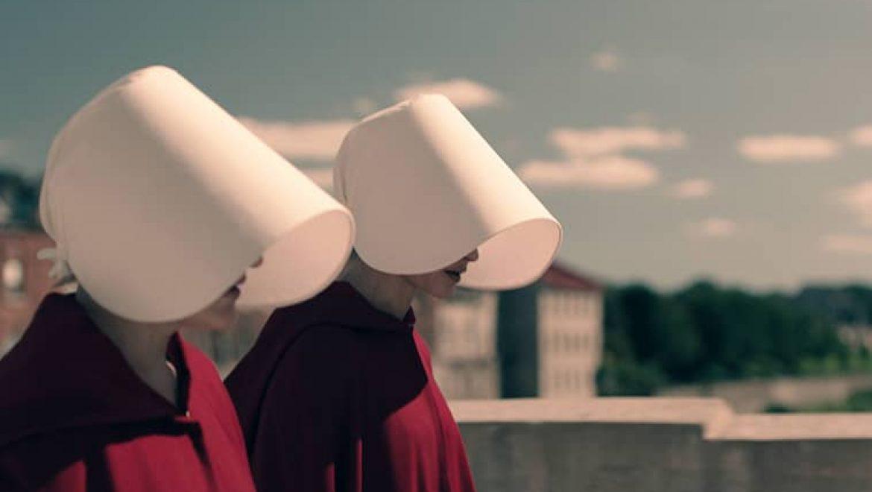 קולנוע ספרותי – סיפורה של שפחה היא הסדרה החשובה ביותר שתראו השנה